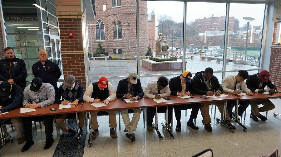Class+of+%2718+football+players+during+National+Signing+Day